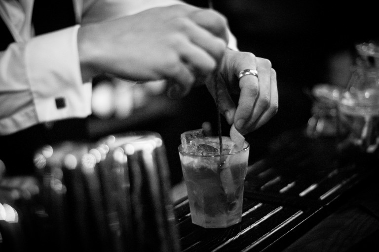 Angels' Share Cocktailbar – Mixing